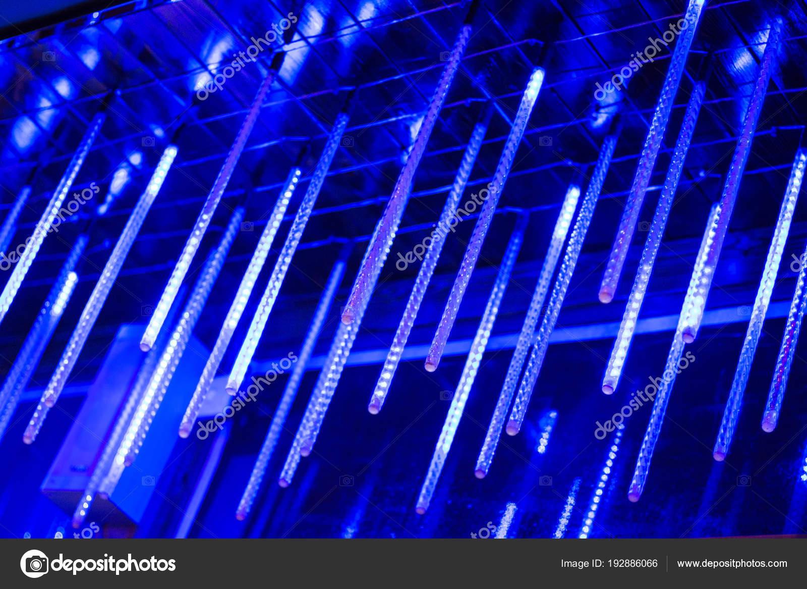 Lampade Al Neon Sono Appeso In Cima Un Sacco Di Luci Nella Notte