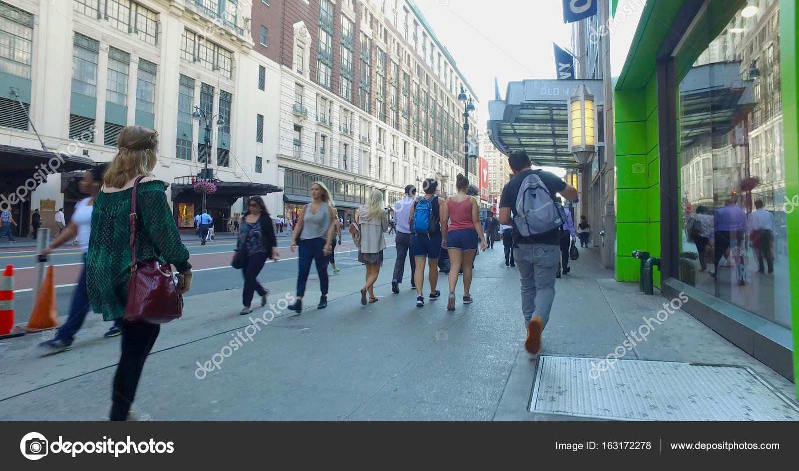 photo How to Walk Down a Sidewalk