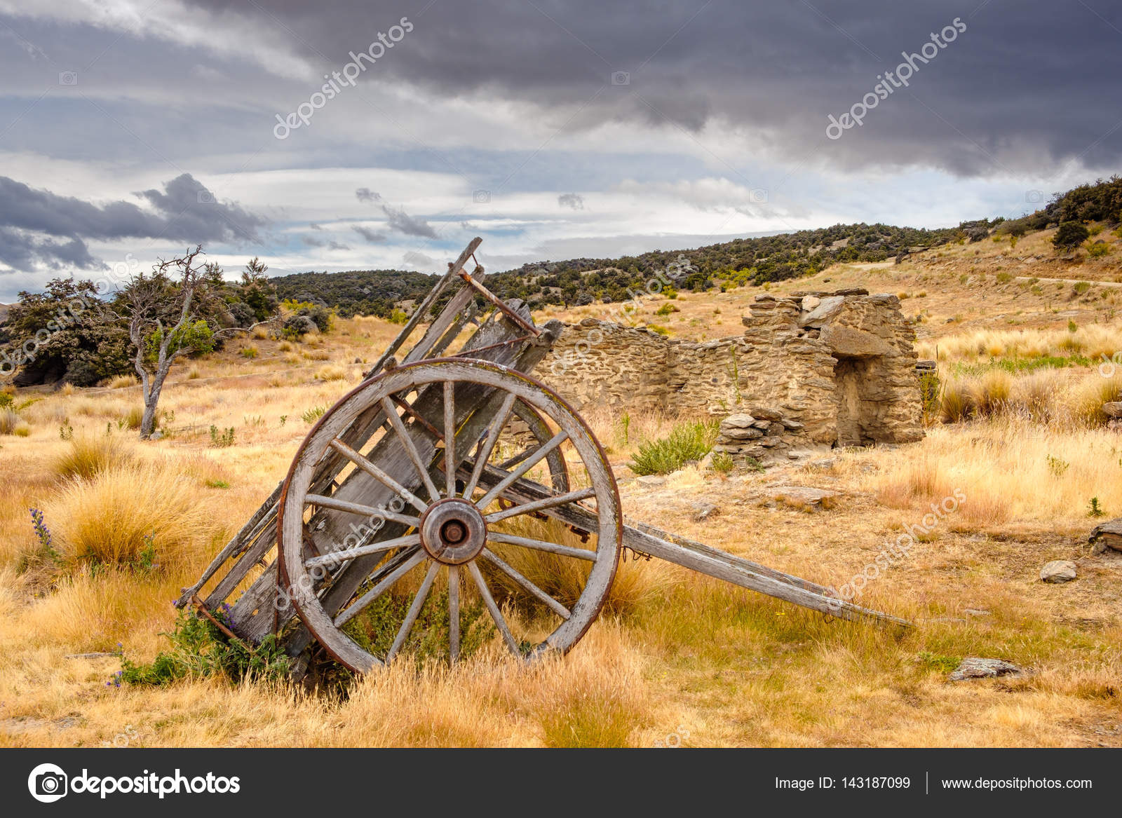 Remains of old miners abandoned town, Bendigo, New Zealand — Stock