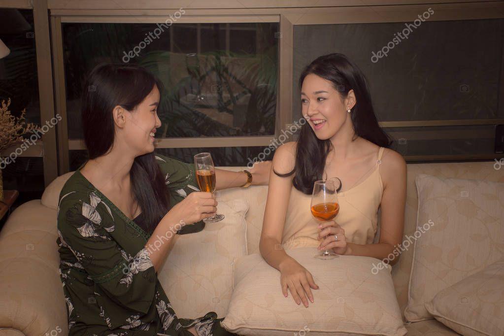 Asiatinnen Treffen