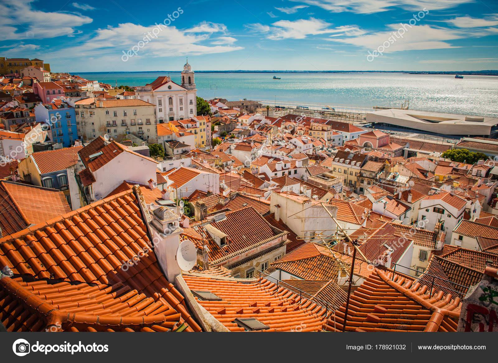Vue Panoramique De Lisbonne Portugal La Ville Toit En Tête Point Culminant Image Filipkubala