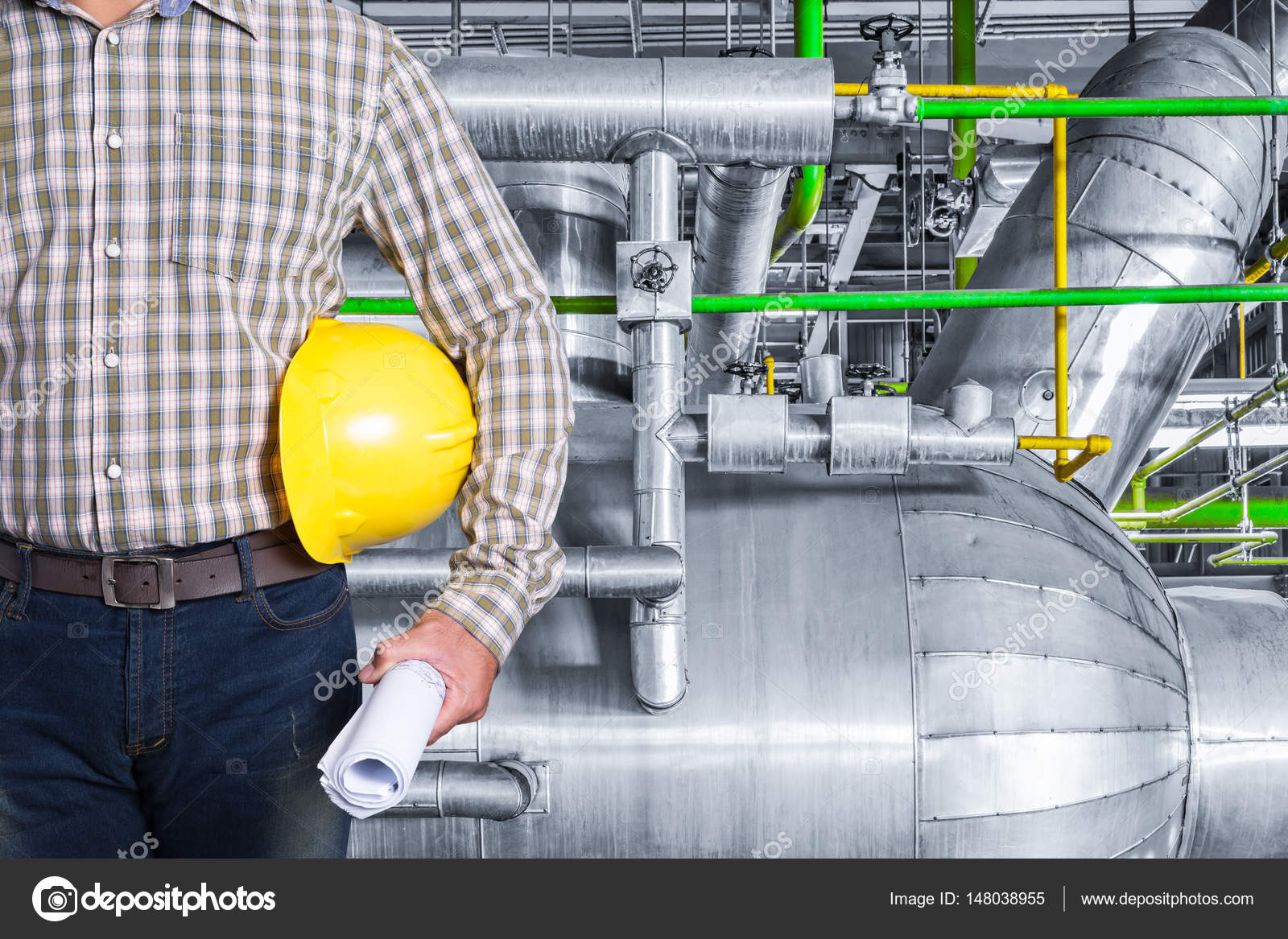 Maintenance technician inside thermal power plant factory — Stock ...