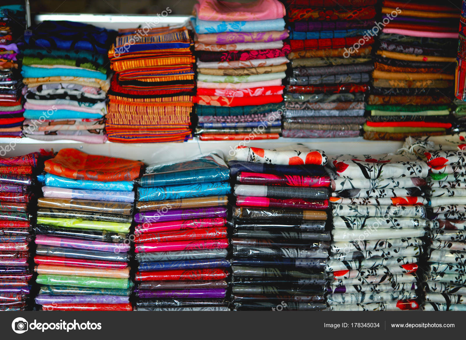 informazioni per e640e 62f6b Belle Colorate Seta Cotone Sciarpe Indiano Venduto Nel ...