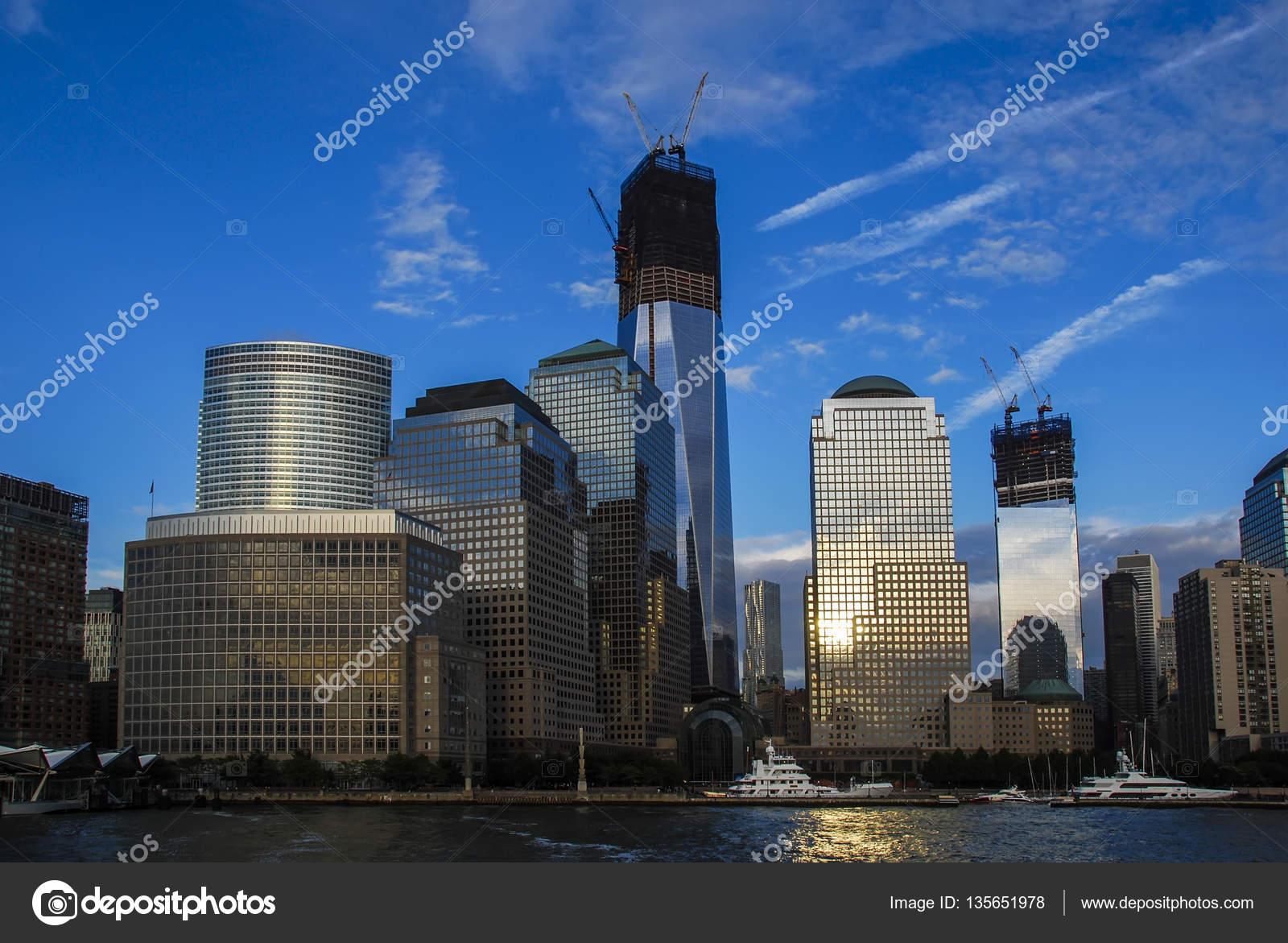 Посмотреть на Манхэттене от реки Гудзон на красивый закат, Башня свободы, 1  Всемирный торговый центр, Нижний Манхэттен, финансовый район, Нью-Йорк, ... 9b404a88fa9