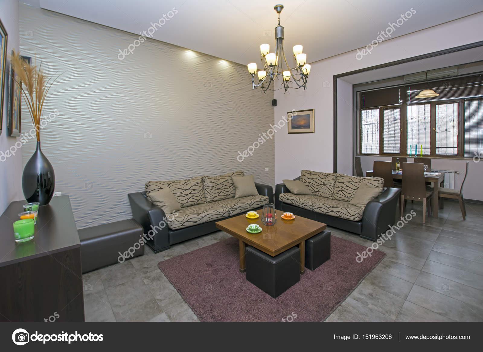 Ein modernes Apartment-Wohnzimmer. Luxus-Wohnung mit stilvollen ...