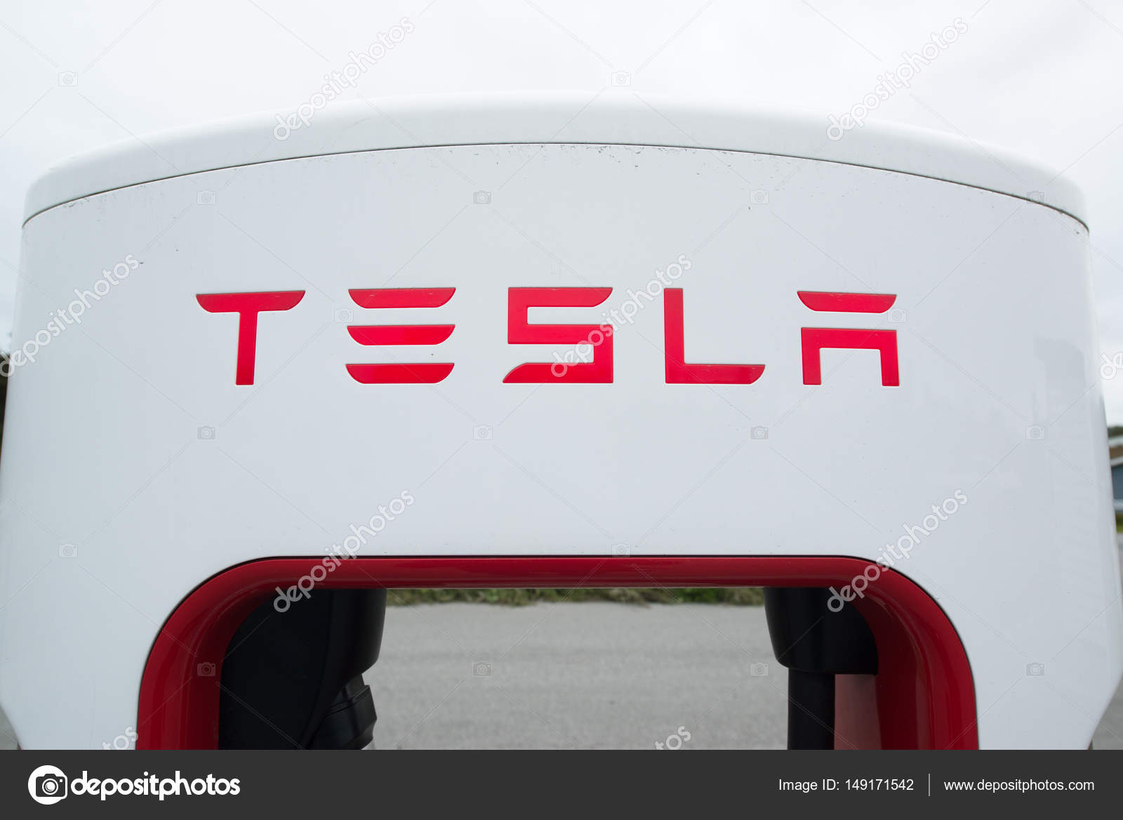 Tesla supercharger unit – Stock Editorial Photo © Pe3check