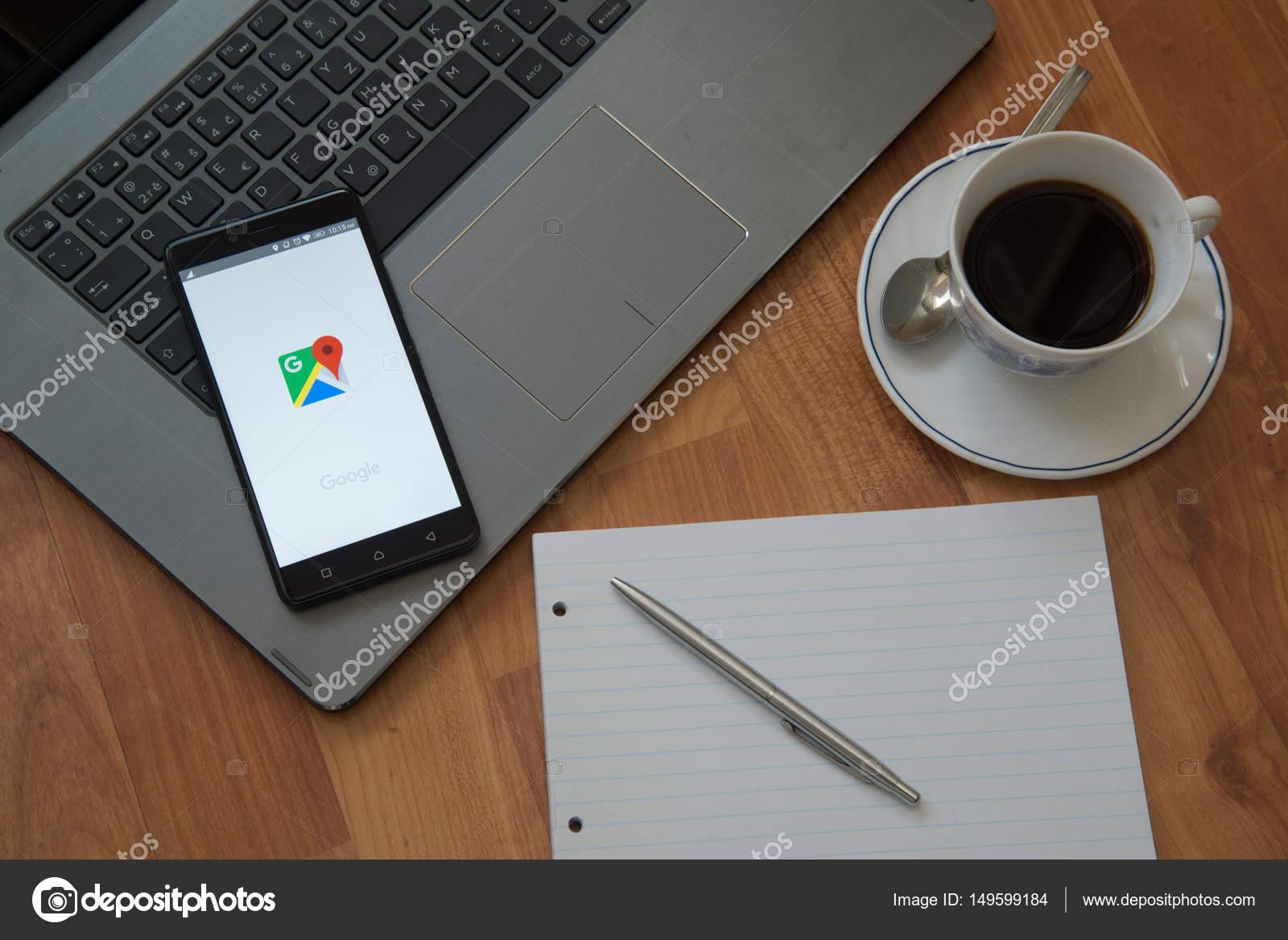 handy bildschirm auf laptop