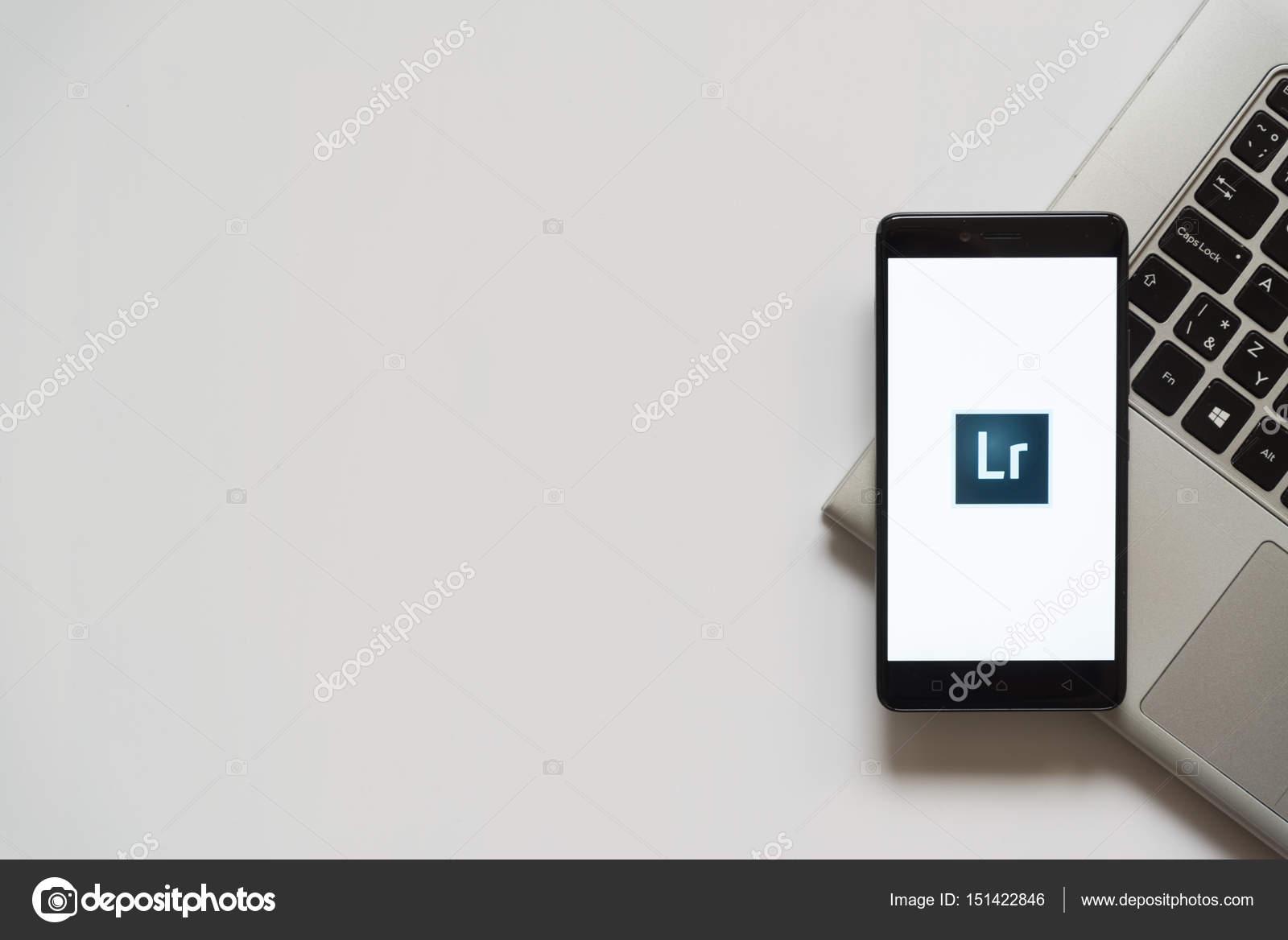 Adobe photoshop lightroom on smartphone screen – Stock
