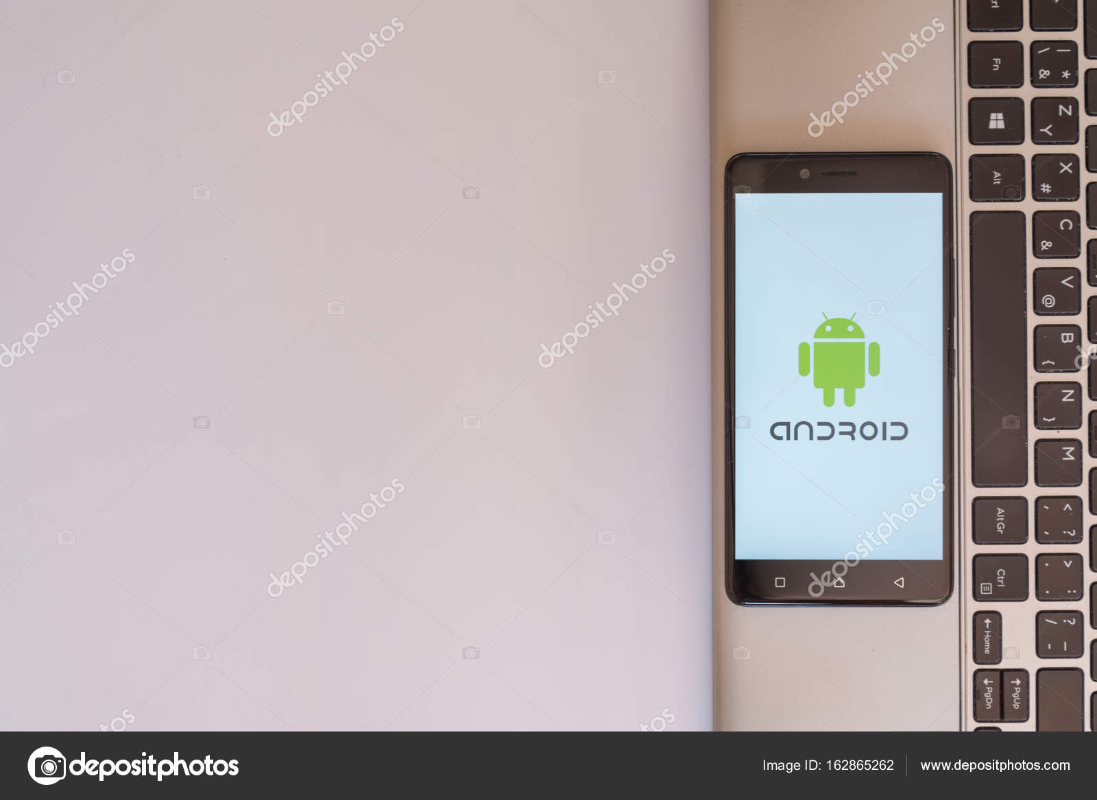 logo android smartphone photo ditoriale pe3check 162865262. Black Bedroom Furniture Sets. Home Design Ideas