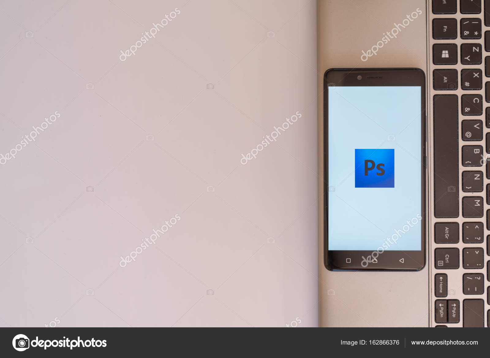 Adobe photoshop logo on smartphone – Stock Editorial Photo