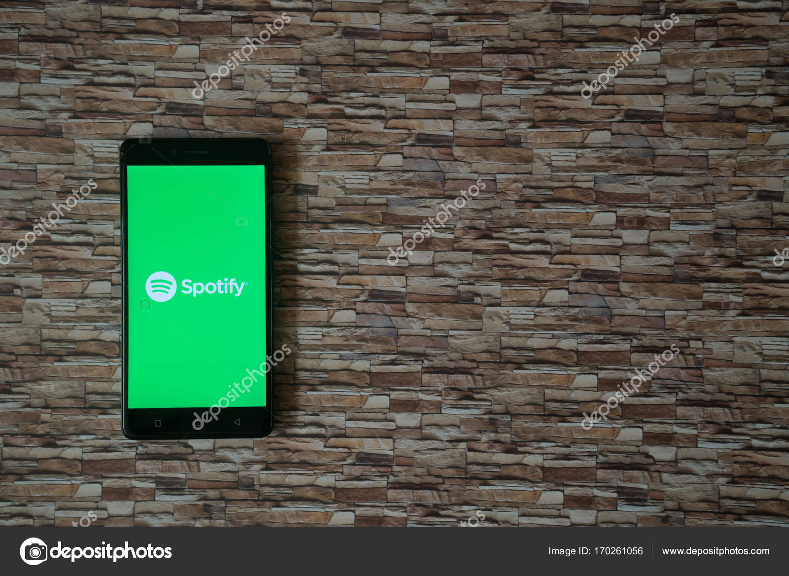 Spotify Logo Sullo Schermo Smartphone Sulla Pietra Sfondo Di Fronte