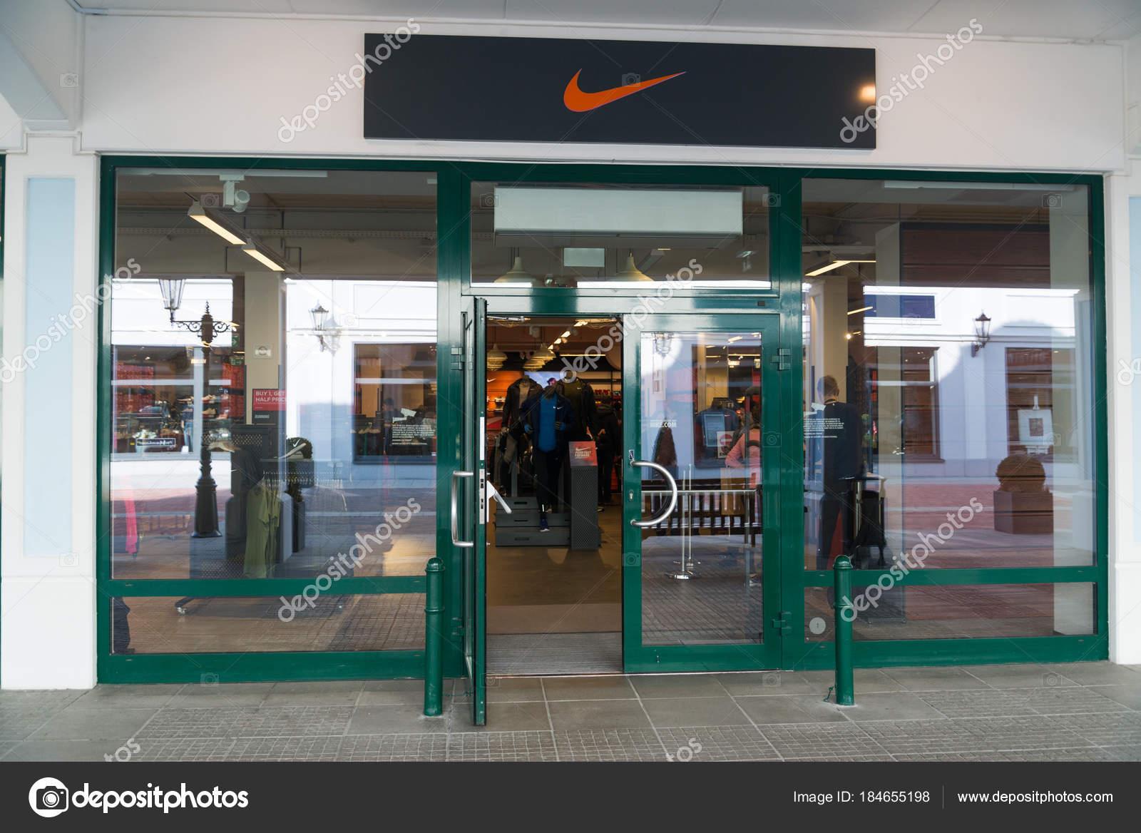 népszerű márka új fotók eladó Parndorf Austria February 2018 Nike Store Parndorf Austria Nike ...