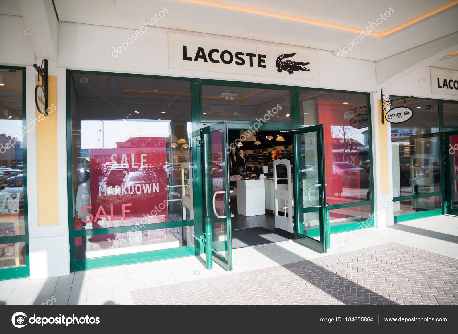 sale retailer e1b0e ad3b6 Parndorf Österreich Februar 2018 Lacoste Store Parndorf ...