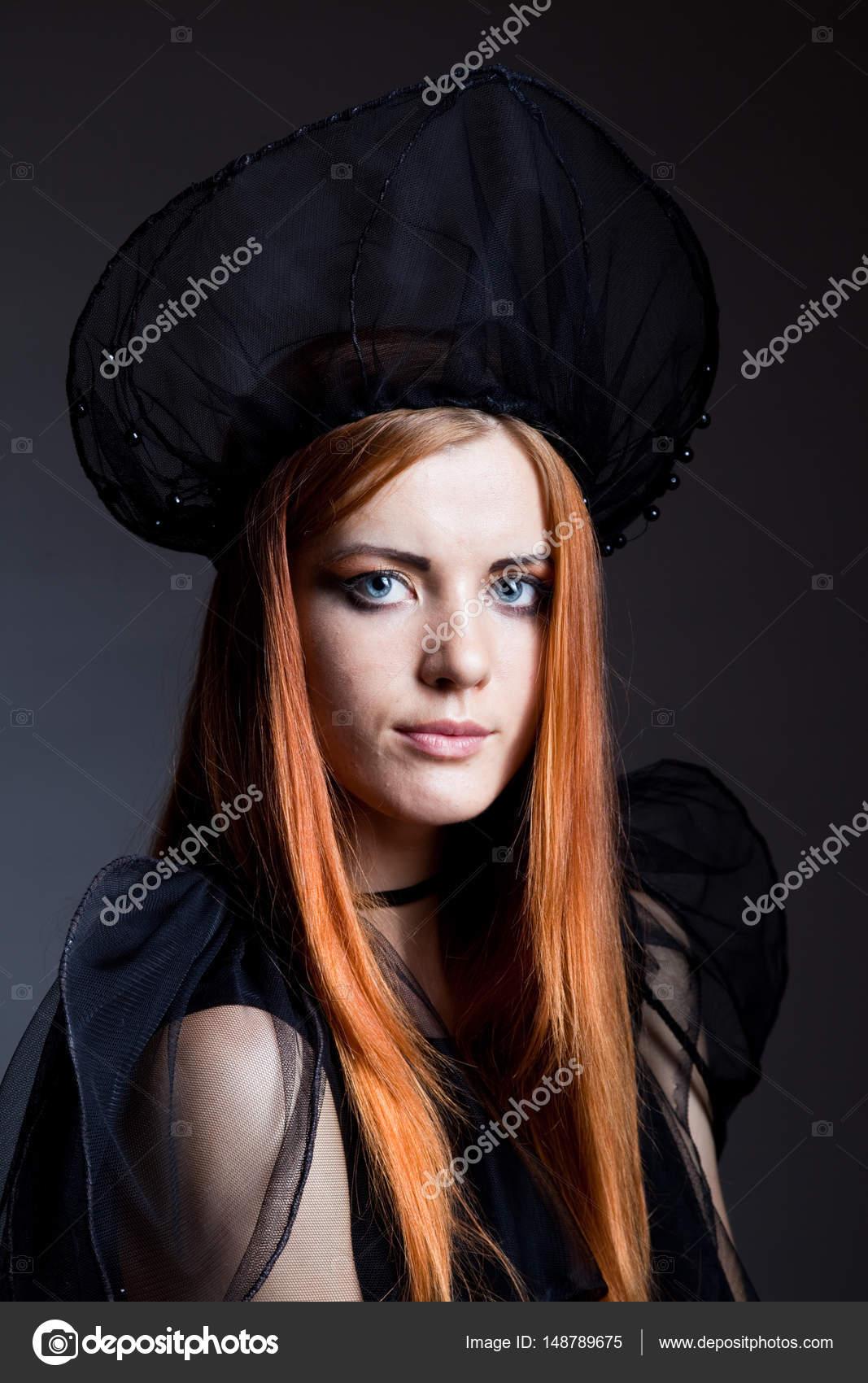 more photos 8c082 eb6dc Attrice di prestazioni dai capelli rossi — Foto Stock ...