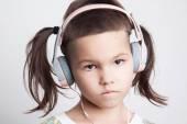 Fényképek Ázsiai lány modern fodrász és fejhallgató