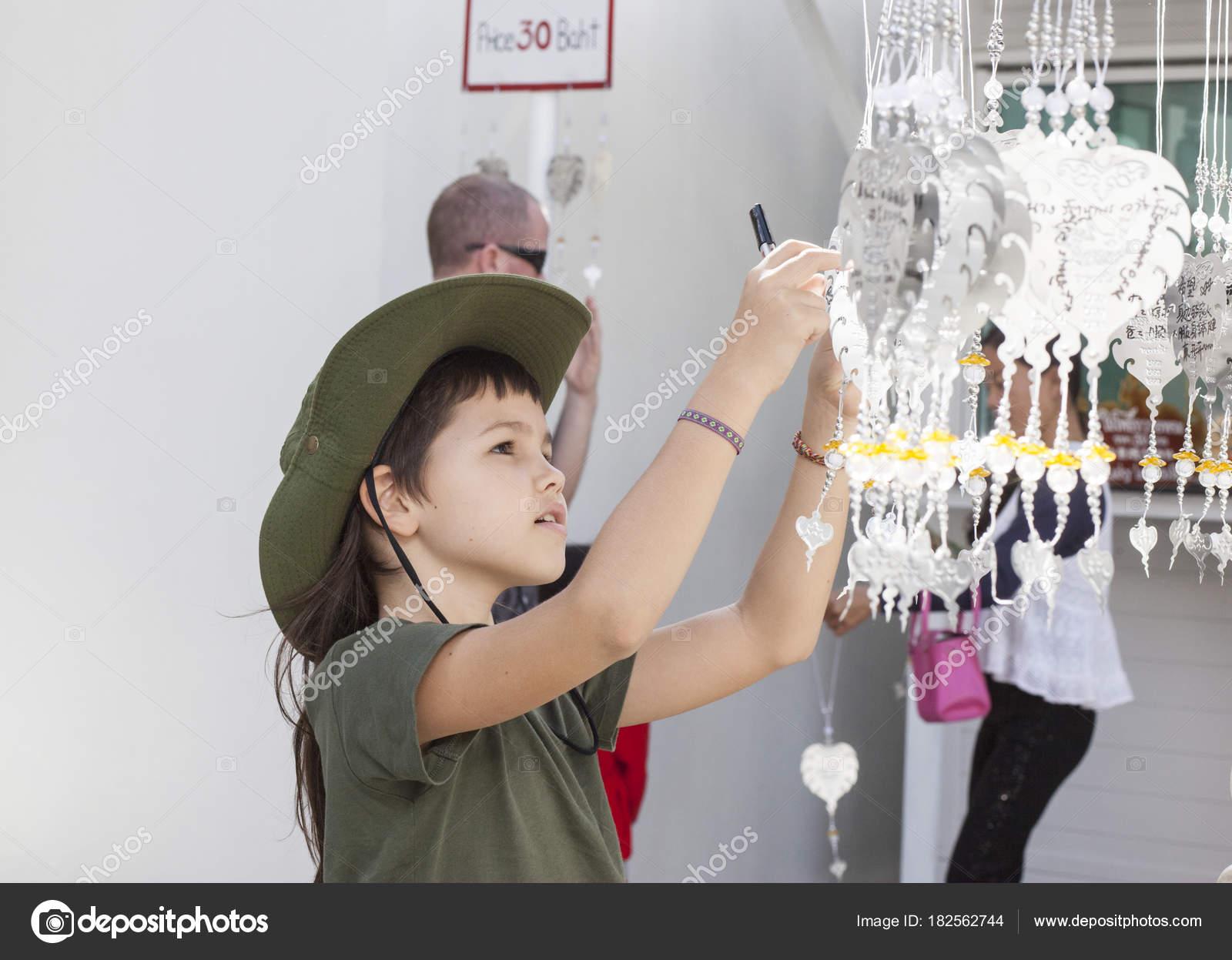 Niño Templo Blanco Tailandia Colgante Hoja Metal Con Deseos — Fotos ...