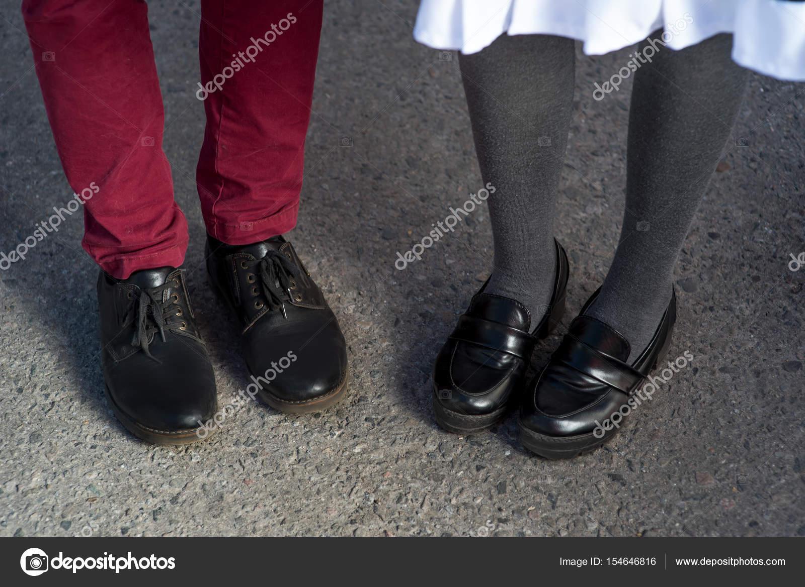Ein Mädchen mit großen Füßen datiert sfu-Speed-Dating