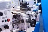 Fényképek Vízszintes eszterga eszterga gép. CNC-Dőlésszögek ágyban esztergálás