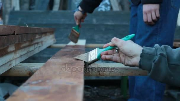 práce kartáče na dřevo