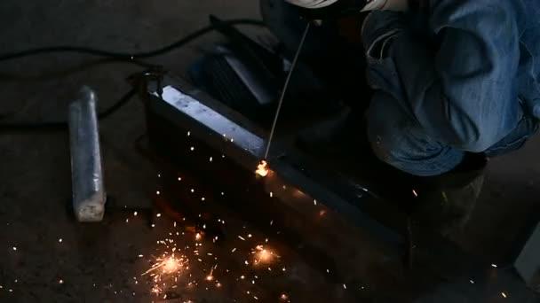 svářeč svařování ocelových úlohy