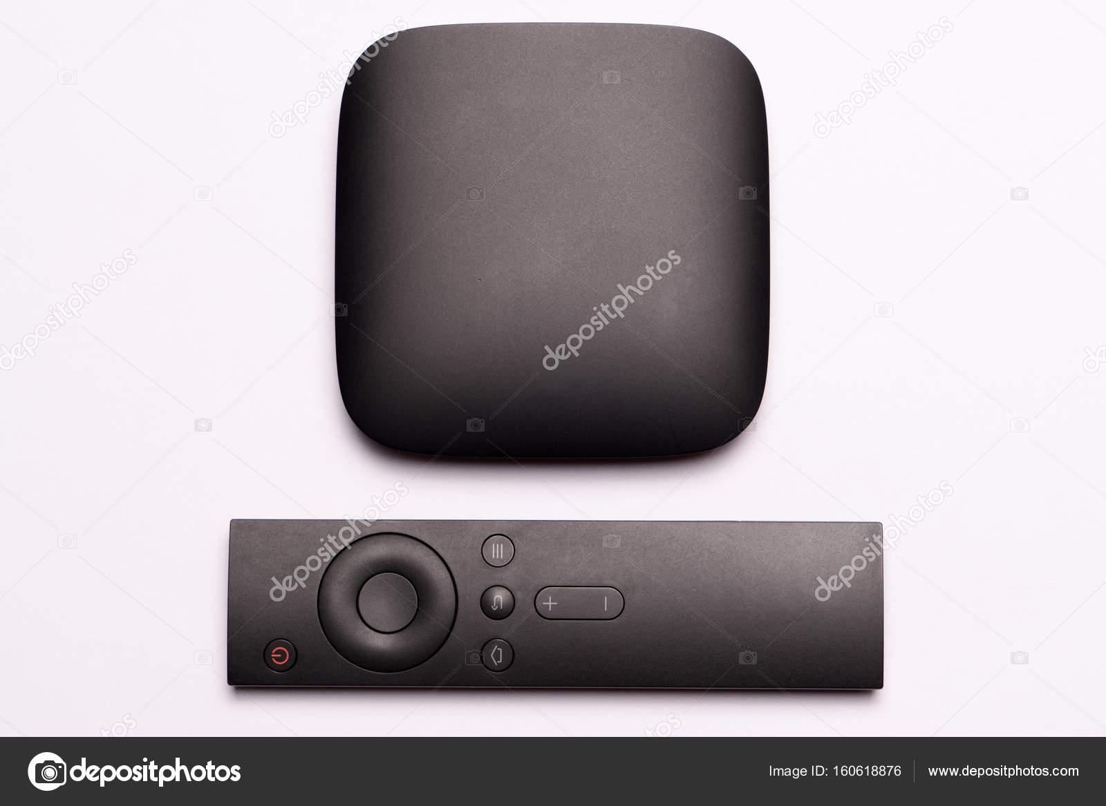 Tv Meubel Afbeeldingen : Zwarte multimedia tv kast en afstandsbediening u stockfoto