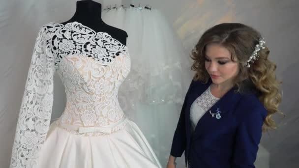 Nő választott esküvői ruha bolt