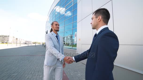 Dohoda, handshake dva podnikatelé, třást ruce video s vysokým rozlišením