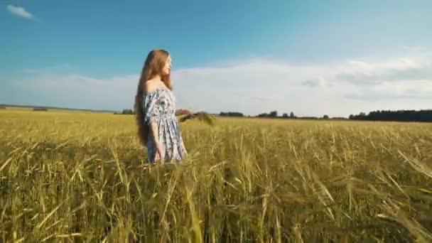 Секс в коротком платье видео похожа очень