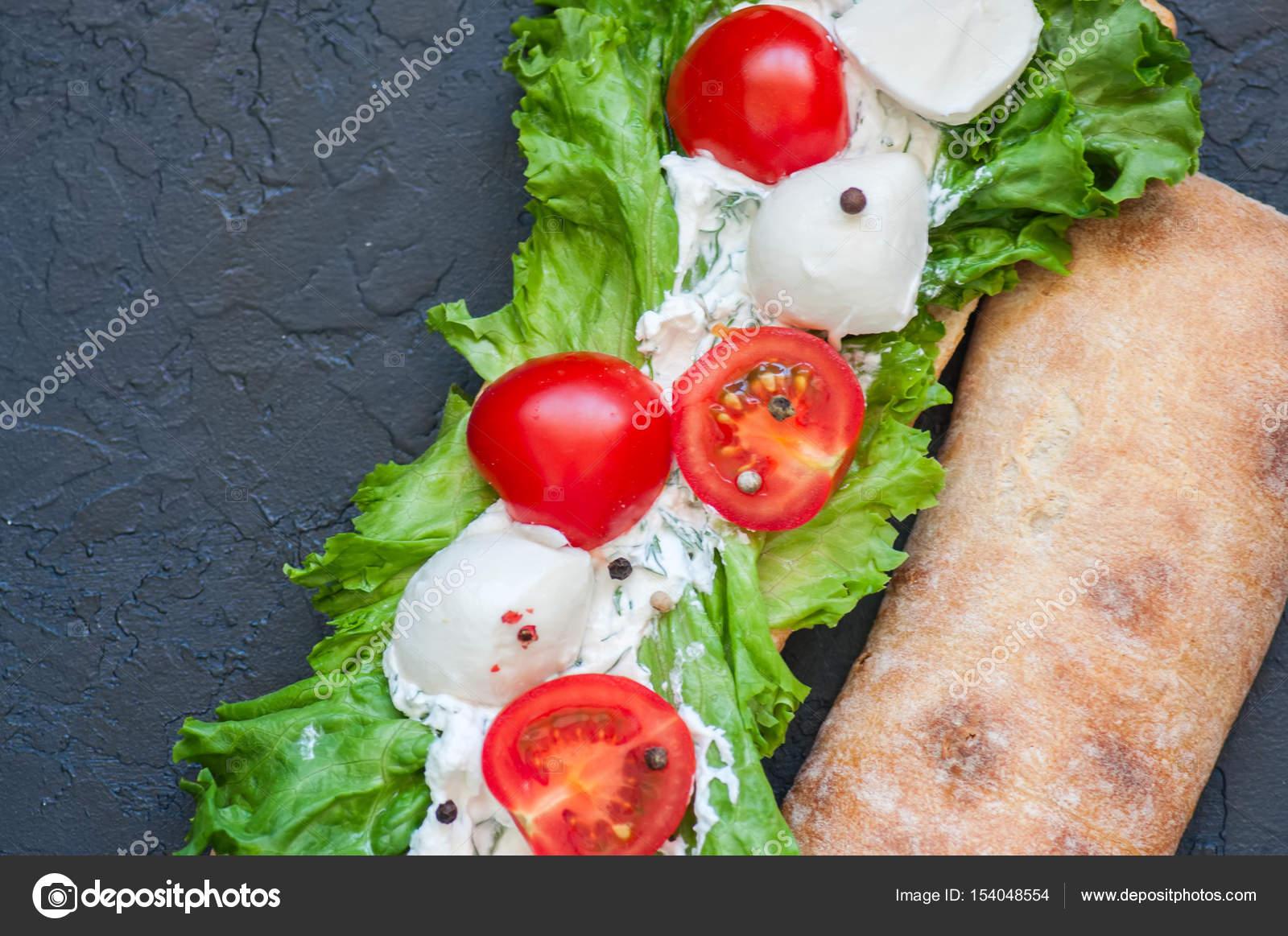 Салат на бутерброде