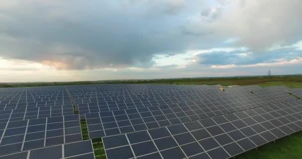 Solární panely v oblačné počasí, close-up