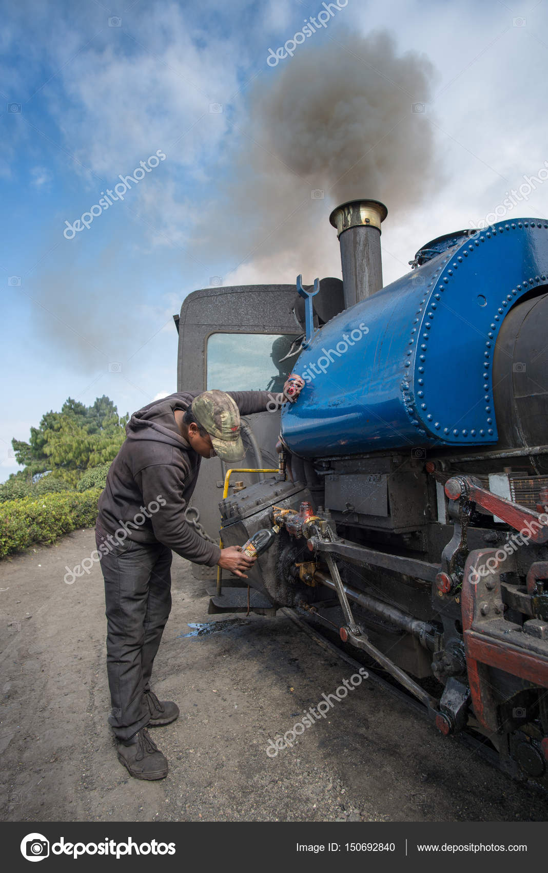 Technician services the steam engine – Stock Editorial Photo