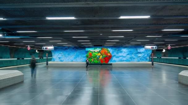 Stockholm, Švédsko - únor, 2020: Včas interiéru stanice metra. Doprava a turistická atrakce.