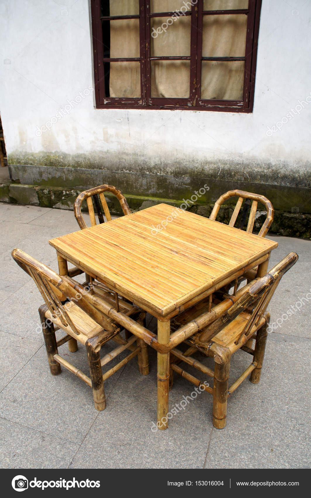 Set di mobili di bambù — Foto Stock © dandesign86 #153016004
