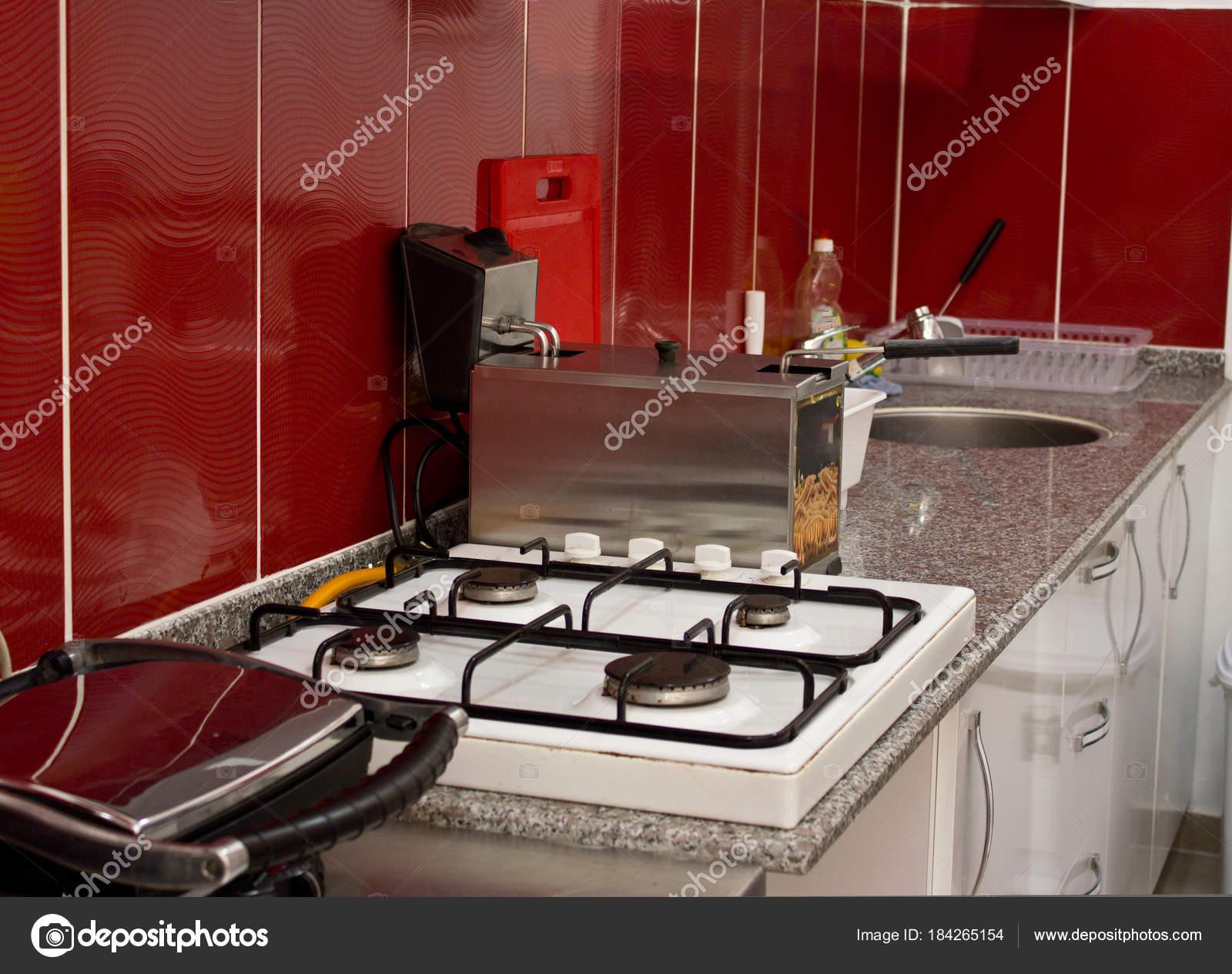 Cozinha E Utens Lios De Cozinha No Restaurante Fritadeira Fog O