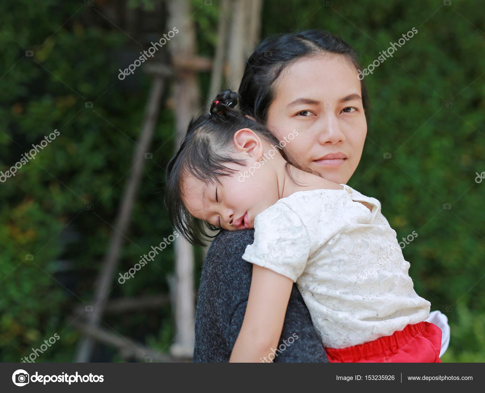 Mama, die einen anderen Mann datiert