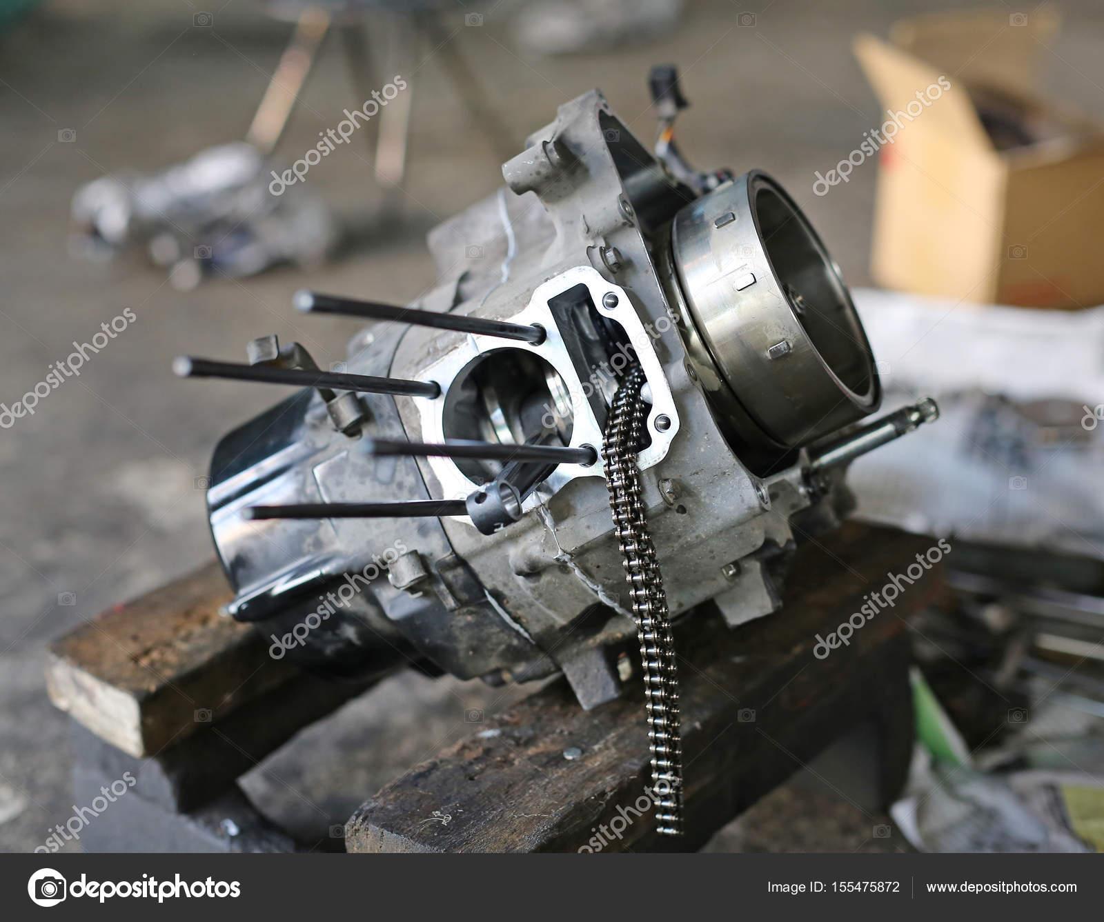 Teile des Kolben-Motorrad-Motor — Stockfoto © civic_dm@hotmail.com ...
