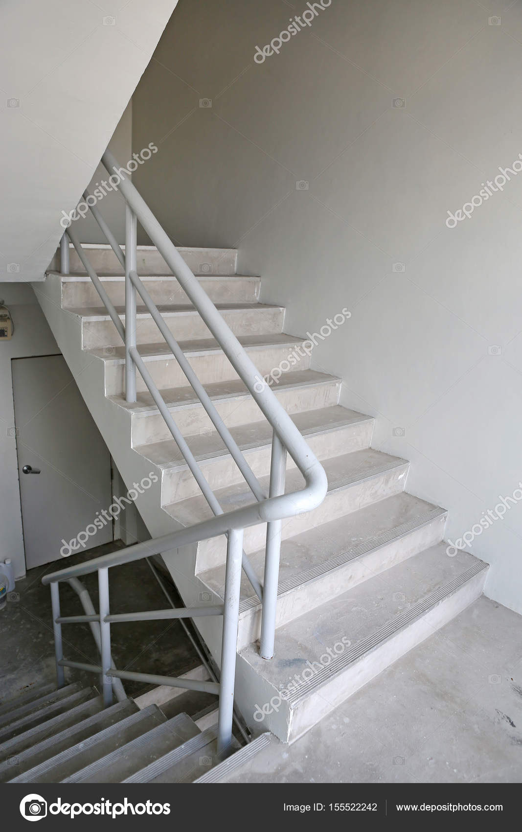 cage d 39 escalier escalier de secours dans un b timent. Black Bedroom Furniture Sets. Home Design Ideas