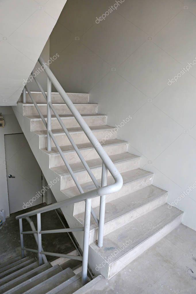 cage d 39 escalier escalier de secours dans un b timent moderne photographie civic dm. Black Bedroom Furniture Sets. Home Design Ideas