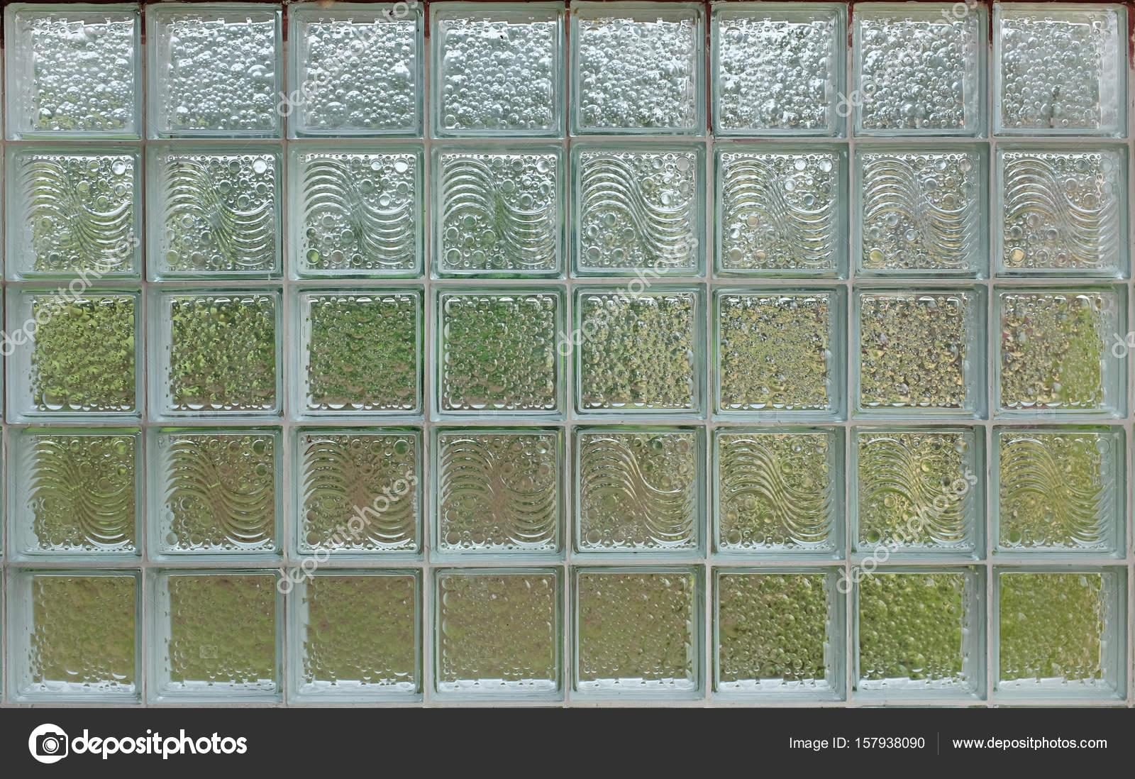 Pared de ladrillos de vidrio decorado como un fondo de - Ladrillos de vidrio precio ...
