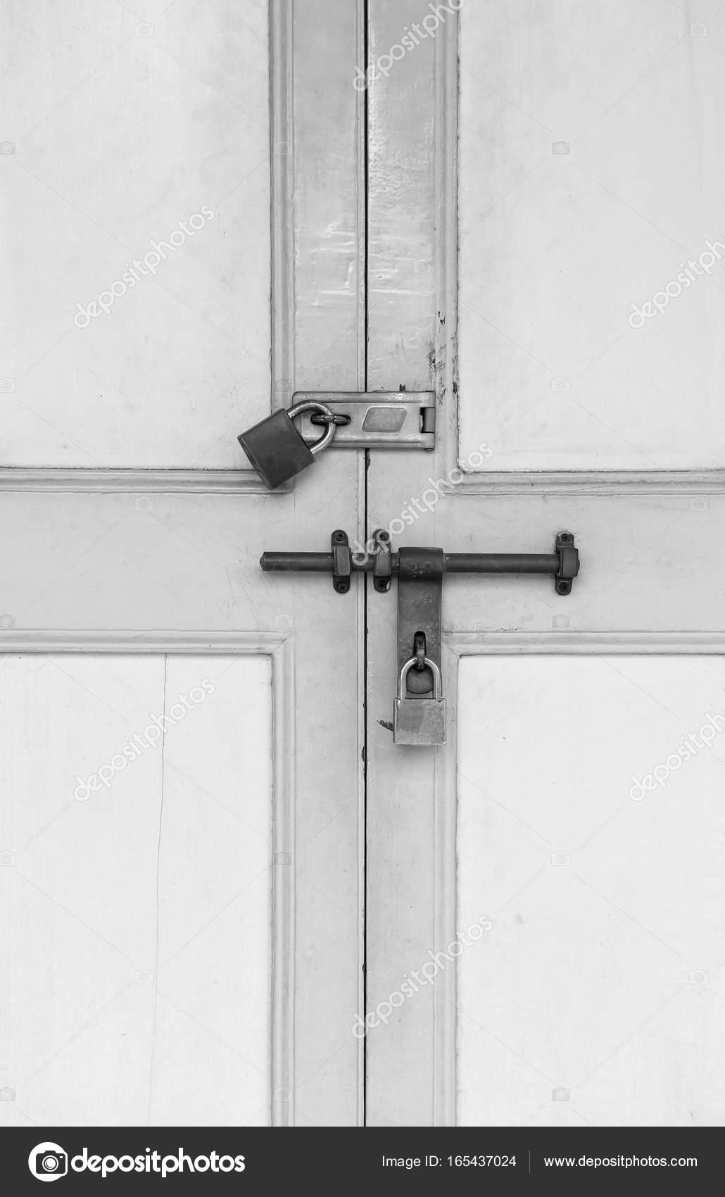 vieille porte en bois ancienne amazing porte d interieur vantaux vitr e ancienne vieilles. Black Bedroom Furniture Sets. Home Design Ideas