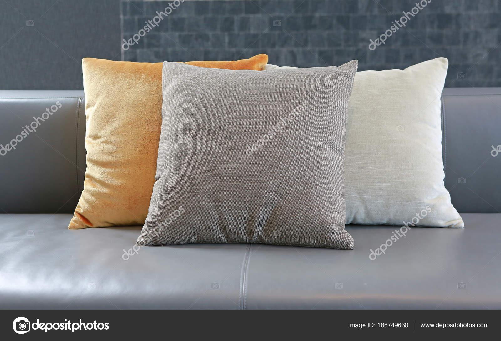 Stoffen Voor Kussens : Stoffen kussens bank van het leer u2014 stockfoto © civic dm@hotmail.com