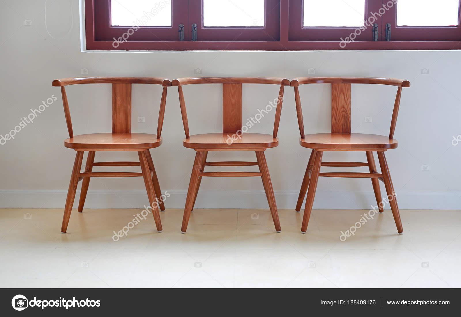 Fila sedie legno u2014 foto stock © civic dm@hotmail.com #188409176