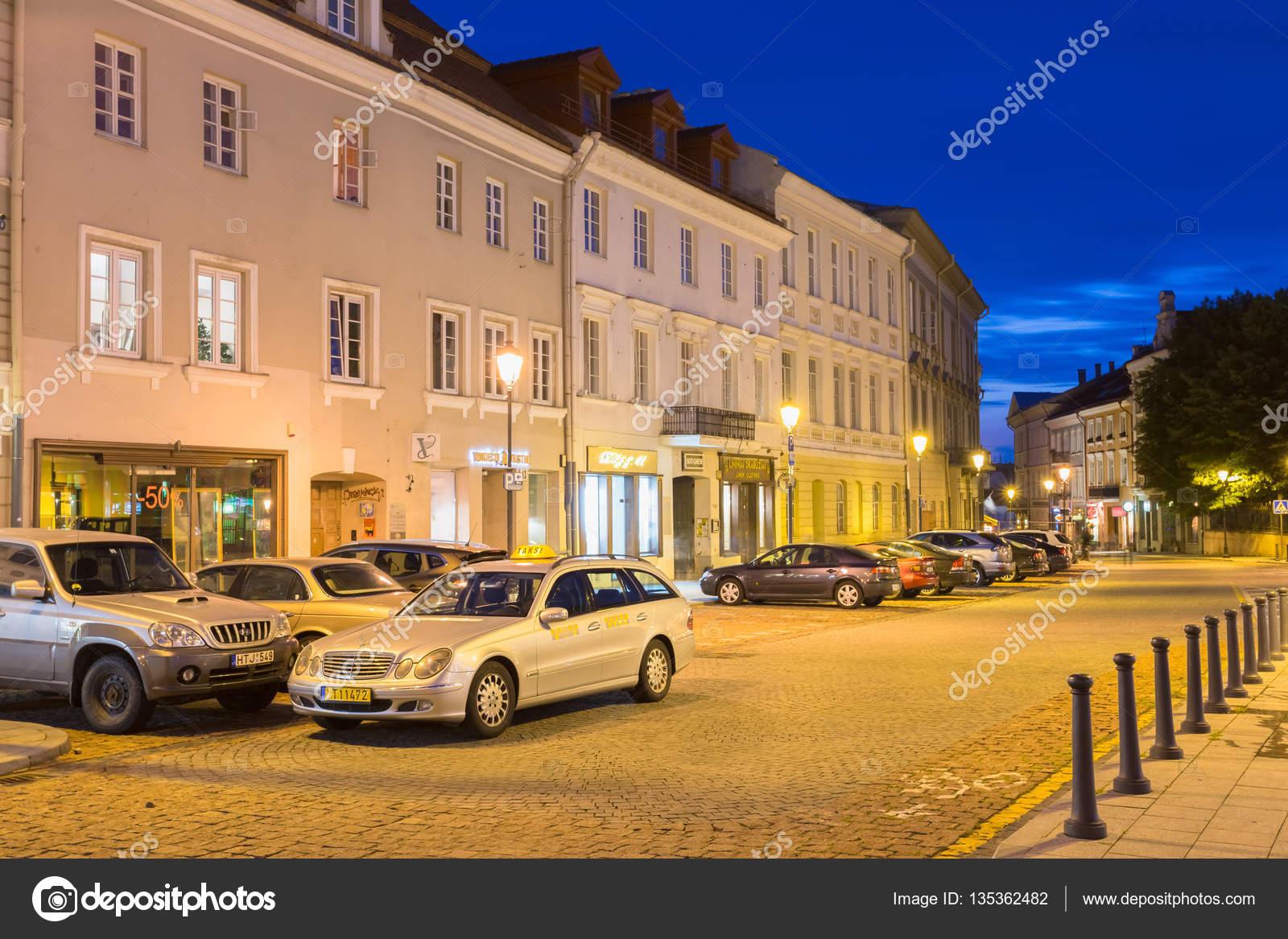 f2a884c5ce9 Βίλνιους Λιθουανίας ακίνητος ασημένια Mercedes Benz αυτοκινήτων ταξί στον  δρόμο– Εκδοτικές Φωτογραφίες Αρχείου