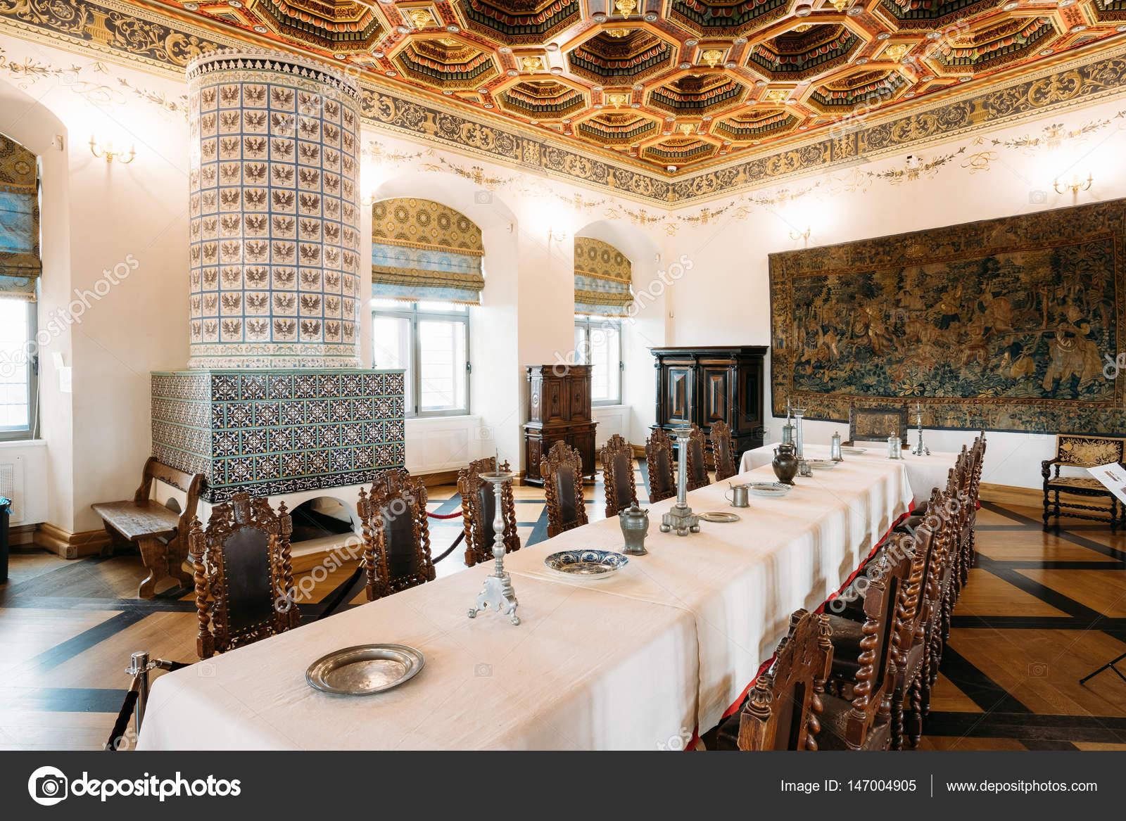 Mir wit rusland expositie de eetkamer izba in het kasteel