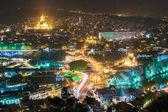 Tbilisi, Grúzia. Éjszakai városkép a híres tereptárgyak. Rike Park