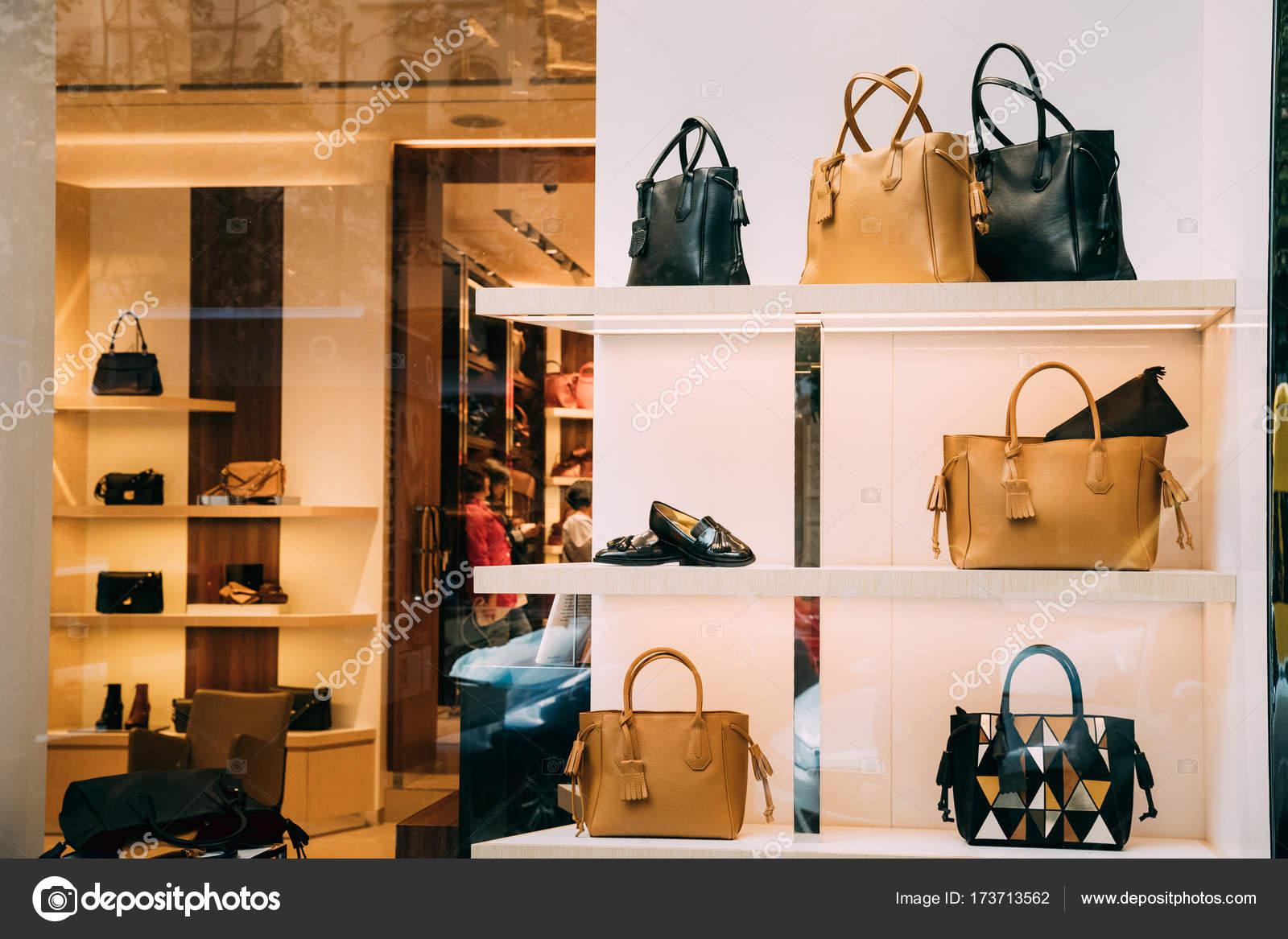 pas cher pour réduction classique chic meilleure collection Accessoires de mode dans la boutique fenêtre vitrine du ...