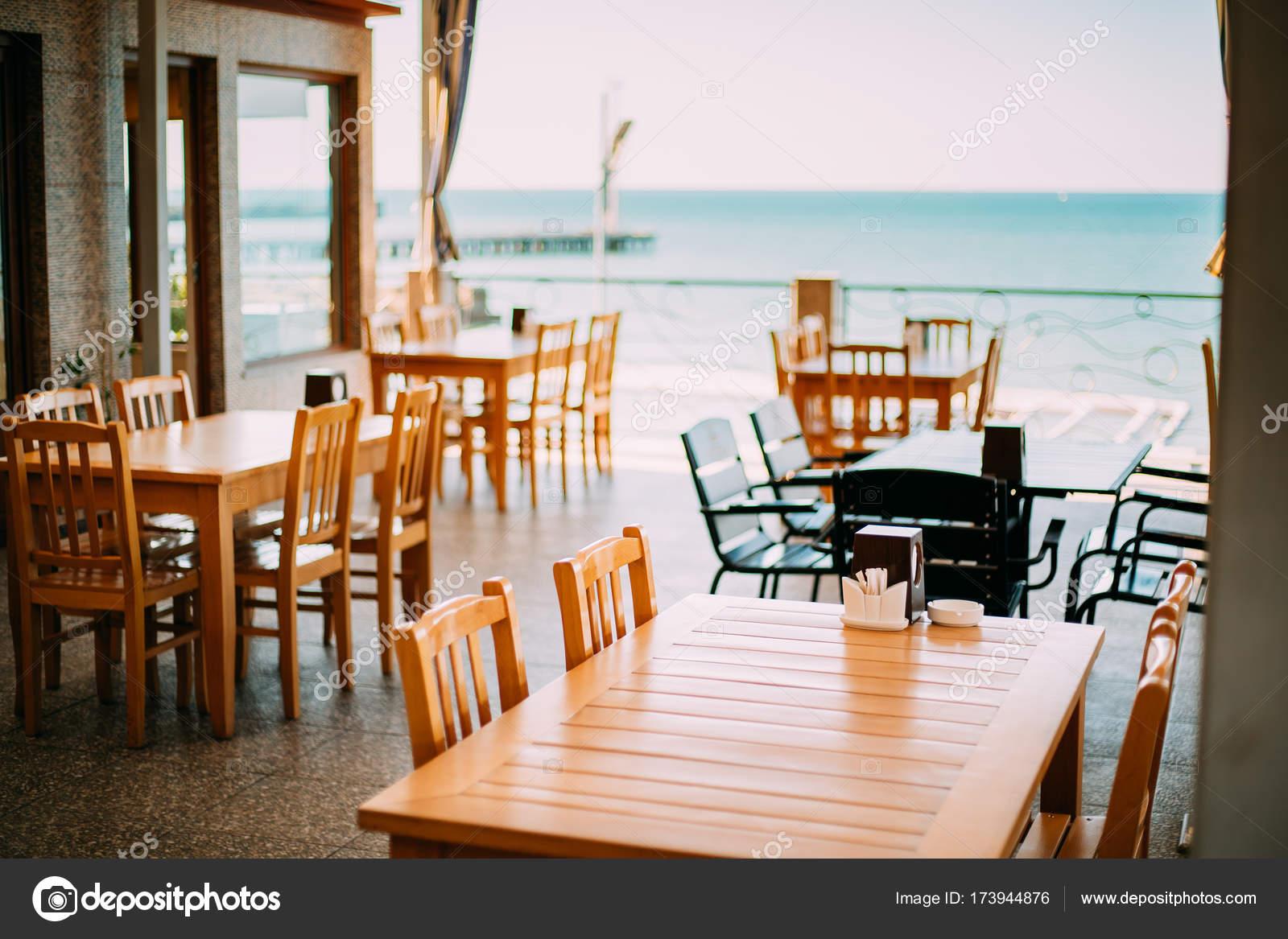Gemutliche Einrichtung Der Sommer Meer Cafe Stockfoto C Ryhor