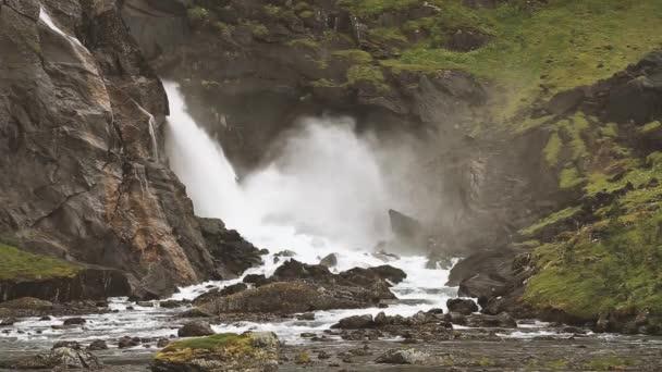 Vodopád údolí, Norsko. Krásný vodopád v údolí vodopádů v Norsku. Nejlépe vodopády byla série čtyři obří vodopády v Jižní Fjord