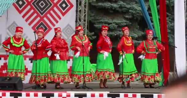 Gomel, Bělorusko. Women Group In National Clothes Performing Folk Songs during Celebration Of Independence Day Of the Republic of Belarus