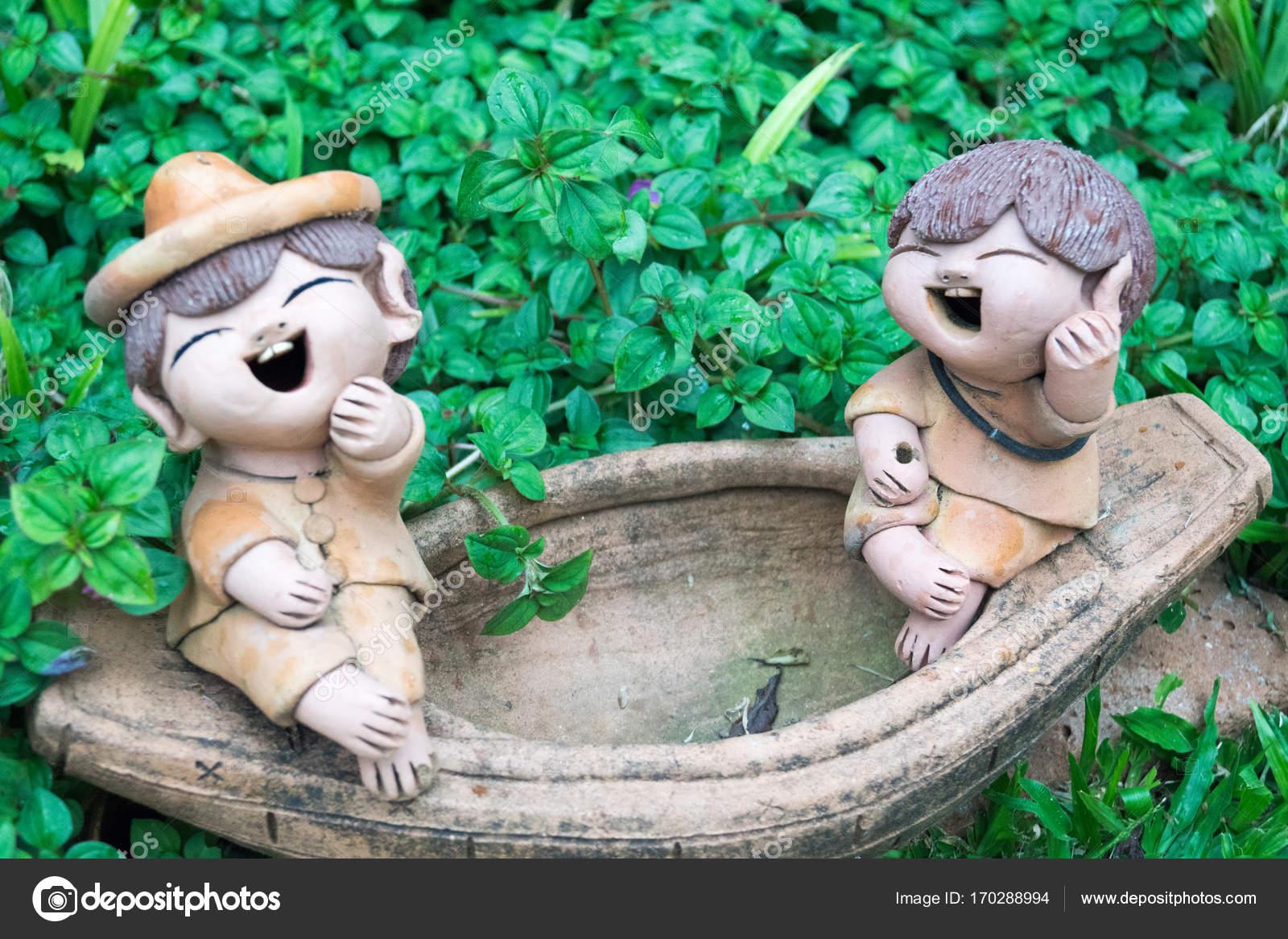 Ton Figuren Im Garten Stockfoto Babettsbildergmailcom 170288994